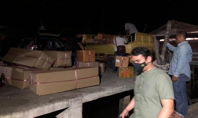 Sebuah kapal laut tujuan Jambi di Batam, terpaksa ditangkap atau di amankan oleh aparat kepolisian Polres Barelang. Saat di periksa, ternyata ada 60 dus yang berisi barang illegal.