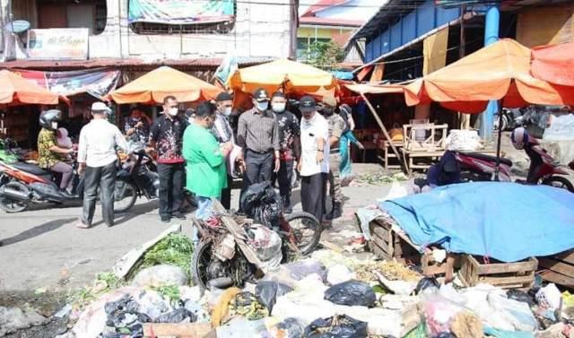 Saat gelar Sidak ke laokasi Pasar Tanjung Bajure, Wakil Walikota (Wawako) Sungai Penuh Alvia Santoni dibuat kecewa, dengan kondisi pasar yang semberaut. Akhirnya, Ia instrukan beberapa instansi terkait lakukan ini, termasuk para pedagang.