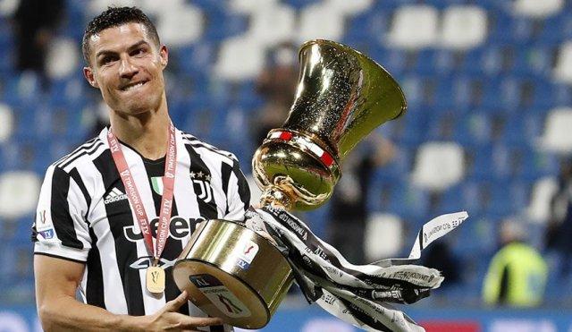 Cristiano Ronaldo kencang di kabarkan akan meninggalkan Juventus, pada bursa transfer pemain musim panas 2021. Semalam, Cristiano Ronaldo memberi kode kepada para penggemar, perihal masa depannya.