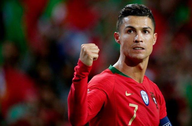 Juara bertahan Timnas Portugal memang tak lagi menjadi juara di ajang piala eropa tahun ini, bahkan masuk babak Semifinal pun tidak. Namun sang Kapten, Cristiano Ronaldo sabet top skor EURO 2020, dengan pencetak gol terbanyak sepanjang turnamen ini.