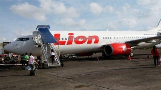 Calon penumpang Lion Air ngamuk, gara-gara surat keterangan hasil tes PCR (polymerase chain reaction) miliknya, di nyatakan hangus setelah jadwal penerbangan di tunda.