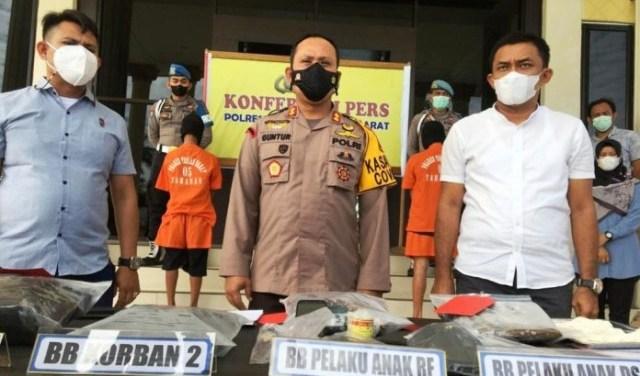 Sadriwan (61), Warga asal Jalan Raja Erang RT 04 Kelurahan Merlung Kecamatan Merlung, tewas bersimbah darah dengan sejumlah luka tusukan di tubuh bagian belakangnya.