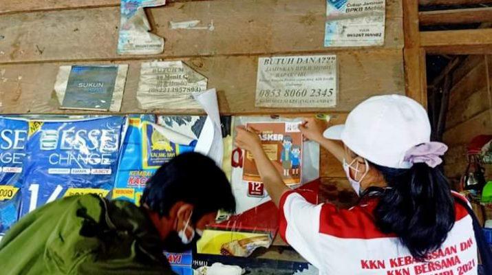 Provinsi Jambi sebagai tuan rumah se-nasional. Mahasiswa KKN Kebangsaan, sambangi rumah dengan poster protokol kesehatan Covid-19.