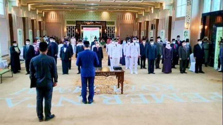 Walikota Jambi, Syarif Fasha lantik 9 Pejabat Eselon II di lingkup Pemerintah Kota. Termasuk di dalamnya terdapat 5 Kepala Dinas.