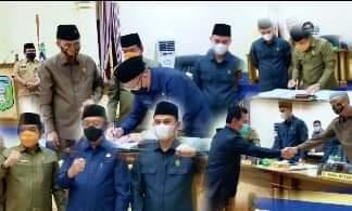 Setelah Bupati Sarolangun H Cek Endra menanggapi pandangan umum Fraksi, terkait 2 Rancangan Peraturan Daerah (Ranperda) Kabupaten Sarolangun triwulan II pada tahun 2021 akhirnya disetujui oleh DPRD Kabupaten Sarolangun.