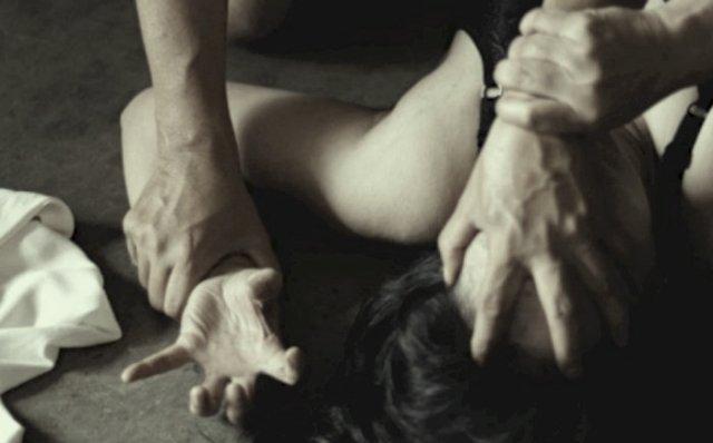 eorang Oknum Kepala Sekolah (Kepsek) berinisial GK (58) di vonis 15 tahun penjara, usai terbukti bersalah karena telah genjot siswi nya di UKS sekolah.