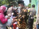 Bagikan Bantuan sembako, Wakil Gubernur Jambi Abdullah Sani menghimbau warga untuk selalu mematuhi Protokol Kesehatan (Prokes), yang di tetapkan oleh Pemerintah agar terhindar dari Virus Covid-19.