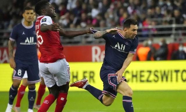 Menghadapi megabintang seperti Lionel Messi jadi kesempatan langka. Sayangnya Messi malah menolak permintaan pemain Reims untuk mendapatkan jersey, saat lagi vs PSG tadi.