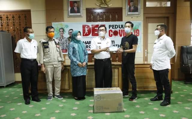Pemkot Sungai Penuh terima bantuan masker dari DEJ Convention Hall, yang di serahkan langsung kepada Walikota Sungai Penuh Ahmad Zubir.
