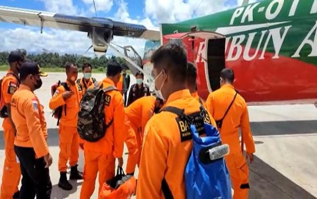 Lagi-lagi kabar buruk datang dari penerbangan udara Indonesia, di mana Pesawat Rimbun Air PK OTW tiba-tiba hilang Kontak. Ironisnya, menurut Kabar terbaru, kondisinya terbakar dan hancur. Apa benar?