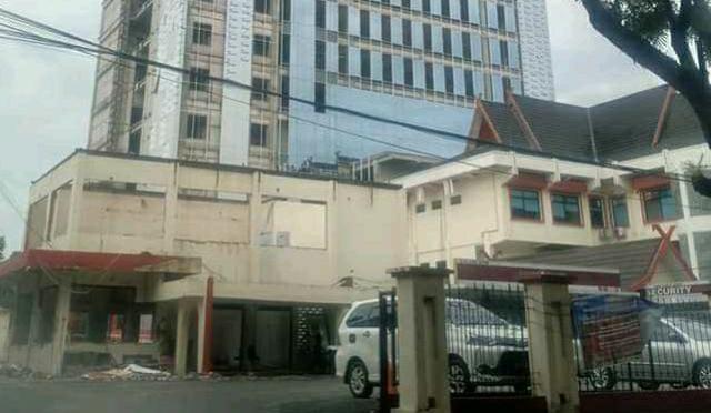 Banyak dewan Tidak setuju alias minta rencana penyertaan modal pada Bank 9 Jambi sebesar 40 Miliar ditunda, Sekretaris Daerah (Sekda) Provinsi Jambi Sudirman, sebut Gubernur Jambi lagi lakukan pertemuan dengan pihak terkait.