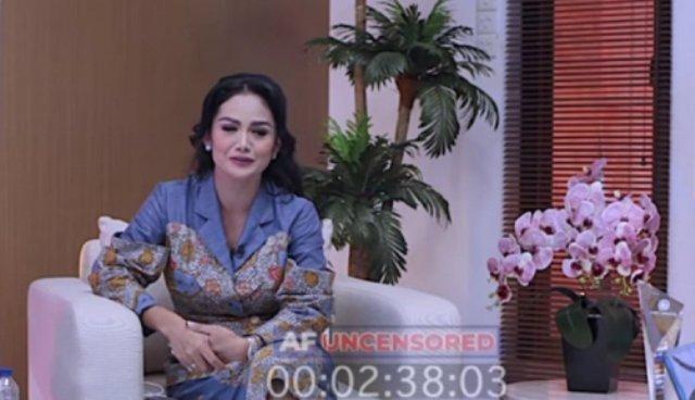 Mantan istri Anang Hermansyah, Krisdayanti beberkan gaji DPR RI. Bahkan, tunjangan dan dana aspirasi Rp 450 Juta lima kali dalam setahun. Hal ini sontak bikin heboh.