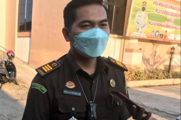 Anggota dewan DPRD Tanjung Jabung Barat (Tajabbar), Budi Azwar alias BA kini resmi di tetapkan sebagai tersangka, dalam kasus pencurian buah sawit milik PT Makin Group. Penagguhan BA pun di tolak Jaksa.
