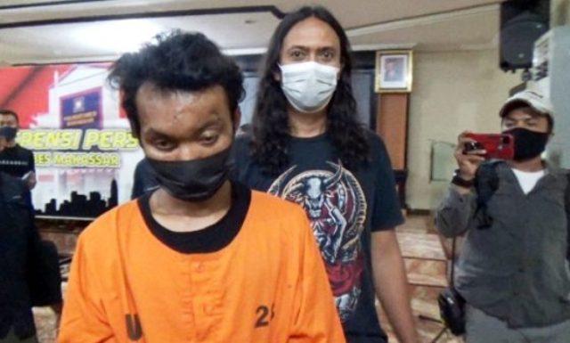 Kebagaan karena masalah dendam dengan penjaga masjid, pria ini nekat bakar mimbar masjid. Alhasil, Ia pun di bekuk polisi hingga terancam 15 tahun penjara.