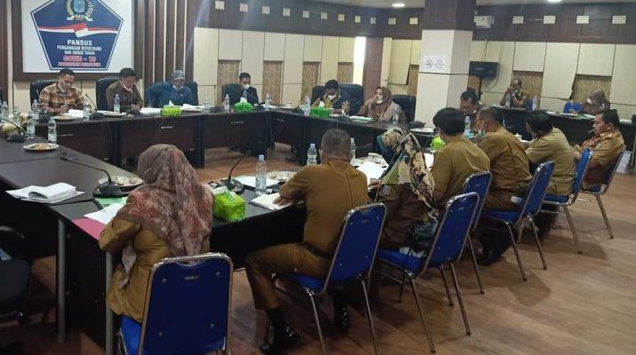 Pansus I DPRD Merangin mengelar pembahasan Ranperda, Senin (13/9/21). Salah satu pembahasan, dewan rubah pasal usai pertanyakan pariwisata hapus kemiskinan.
