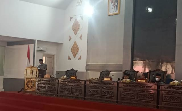 DPRD Merangin gelar rapat paripurna ketiga, Kamis (16/9/21). Bupati menyampaikan tanggapan terhadap pandangan umum fraksi-fraksi di DPRD Merangin.