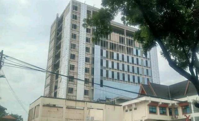 Soroti pembangunan gedung baru 12 lantai Bank 9 Jambi yang saat ini sedang berjalan, Wakil Ketua (Waka) DPRD Provinsi Jambi, Rocky Candra pertanyakan manfaatnya, saat di konfirmasi Rabu (15/09/2021).