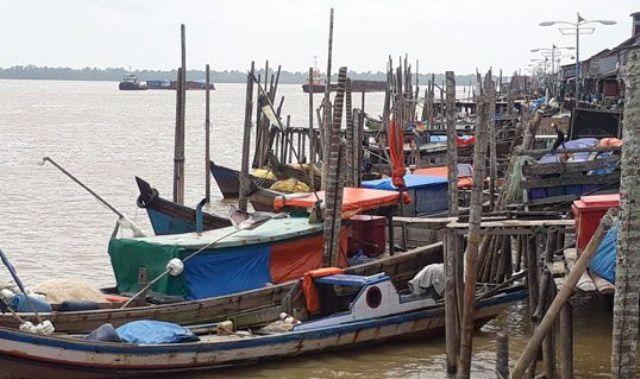 Nelayan di Wilayah pesisir Kabupaten Tanjung Jabung Barat (Tanjabbar), dalam beberapa hari terakhir ini mengeluhkan tidak bisa pergi untuk melaut, hingga akhirnya gantung jaring.