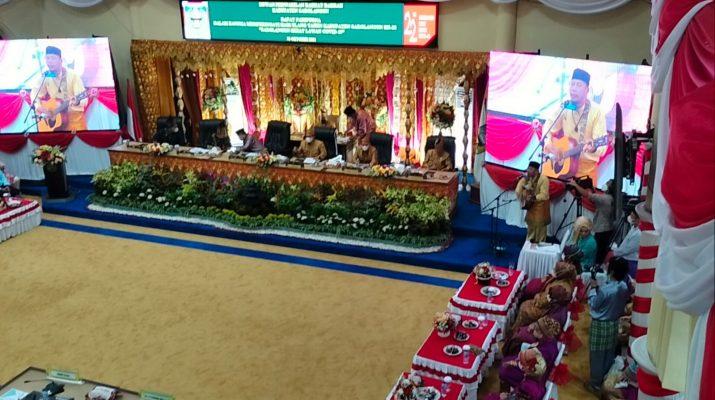 Di hari jadi Kabupaten Sarolangun yang Ke-22 tahun, Pemerintah Daerah menggelar acara rapat paripurna istimewa, di gedung DPRD Kabupaten Sarolangun, Selasa (12/10/2021).