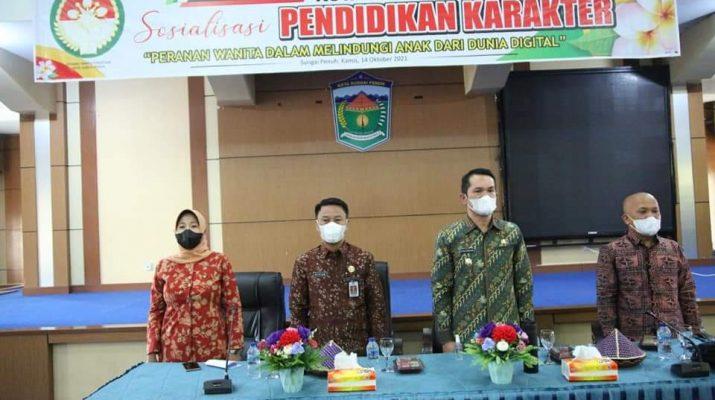 Wawako, Alvia Santoni membuka secara resmi Sosialisasi Pendidikan Karakter, yang di selenggarakan oleh Dharma Wanita Persatuan Kota Sungai Penuh. Bertempat di Aula Kantor Walikota Sungai Penuh, Kamis (14/10).