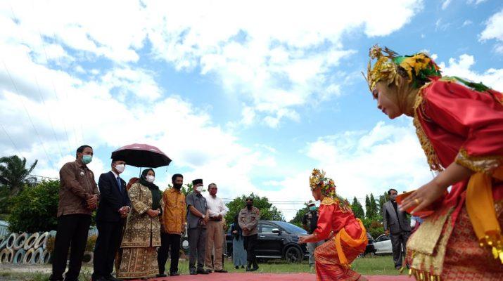 Indonesia, tentunya sebuah negara yang kaya akan keberagaman, baik itu Suku, Agama hingga Kebudayaan. Hal itu juga tergambar di Kabupaten Muaro Jambi, tampak hangatnya kekeluargaan antar umat beragama.
