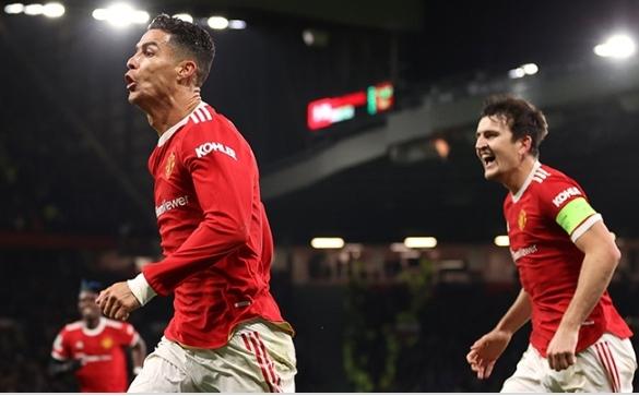 Cristiano Ronaldo jadi pahlawan kemenangan tuan rumah pada laga Man United (MU) vs Atalanta, Kamis (21/10/2021) dini hari WIB. Manchester United mencatat epic comeback dengan menang 3-2, setelah sempat tertinggal dua gol di babak pertama.
