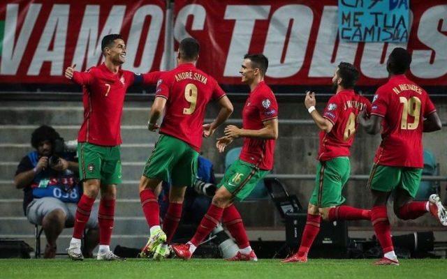 Cristiano Ronaldo mencetak rekor sebagai pesepak bola putra dengan torehan hattrick terbanyak, di ajang internasional. Tambahan rekor Hattrick Ronaldo ini, membukukannya saat membantu timnas Portugal menang 5-0 atas Luksemburg.